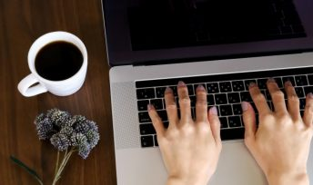 『Zoom』(ビデオ通話アプリ)を使ったオンライン婚活とは?
